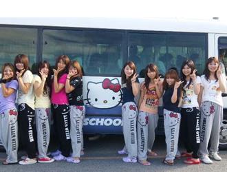 教習所の可愛いキティバス